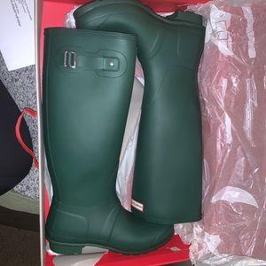 BRAND NEW tall HUNTER boots